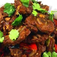 猫爸小厨房 篇八:香香辣辣的羊蝎子,教你在家做,用手抓着啃,特别过瘾,加水还能煮羊蝎子火锅