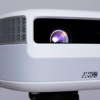 画质出色,使用便捷——坚果J9投影仪简评