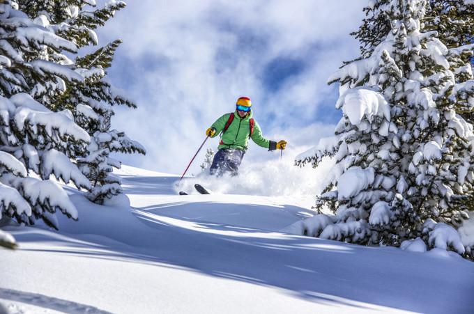 新雪季首滑在即,哪些新装备赢得了国外媒体推荐?