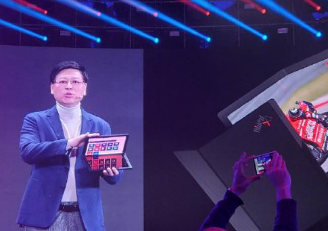 折叠屏时代来临:联想展示首款折叠屏笔记本电脑 ThinkPad X1,还有折叠屏手机