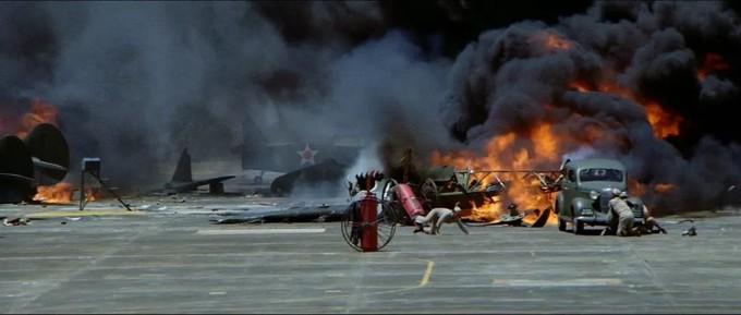 1970年,60岁黑泽明接拍电影《虎虎虎》,开拍3个月却被片方解雇
