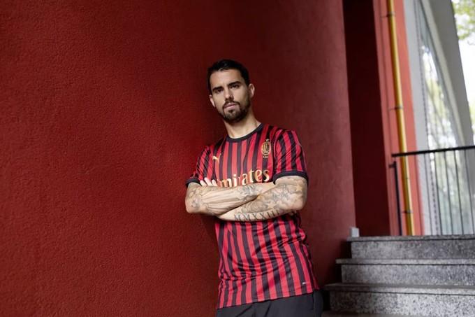 PUMA发布AC米兰俱乐部成立120周年限量球衣