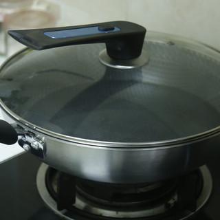 生活家居 篇一:蜂窝点状的九阳不锈钢不粘锅到底粘不粘