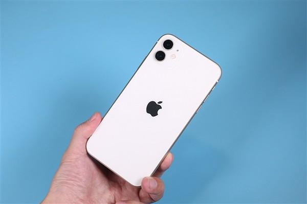 第二季度 iPhone 国内销量环比暴增 225%,远超分析师预期