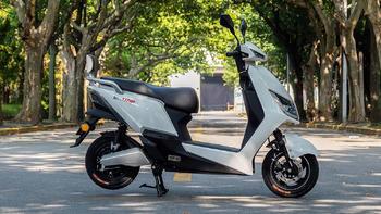 雅迪冠能T5电动轻便摩托车评测:TTFAR 7级增程系统 高性能骑行体验