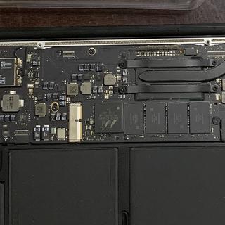 """MacBook Air 2014自行更换SSD再战三年,利用BigSur升级解决""""睡死""""问题。"""