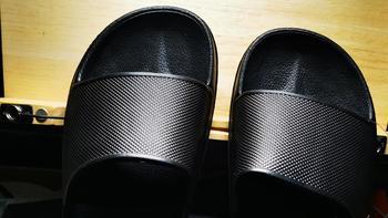 不断回购的基础款 篇三:穿不烂的网易严选玩趣彩虹拖鞋