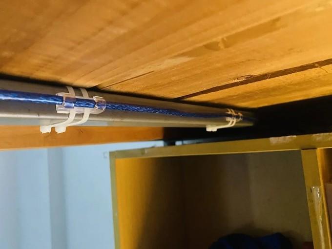7 个插座和 7 根数据线,我用一个学期改造了「宿舍用电」