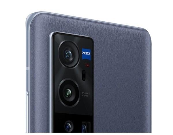 vivo X60 Pro+搭载了双主摄相机