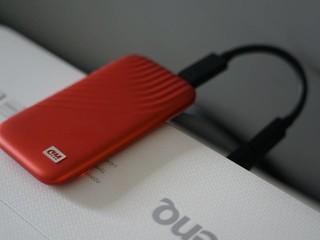 1秒1GB传输超快,信用卡大小的SSD盘
