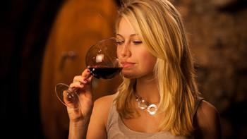 """""""假拉菲""""""""卖情怀"""",网购葡萄酒的那些坑,绝大部分新手都踩过"""