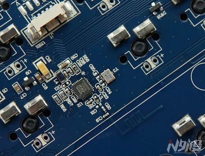 珂芝K104三模热插拔机械键盘拆解评测