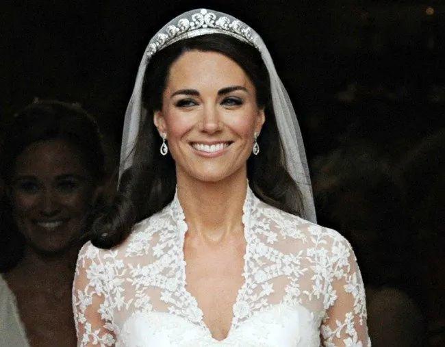 """凯特威廉结婚10周年,从""""心机女""""到""""完美王妃"""",为啥和梅根风评不一样?"""