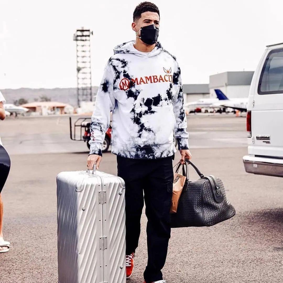 科嫂让球星演员歌手都穿上了曼巴卫衣,那曼巴球鞋离我们还远吗?