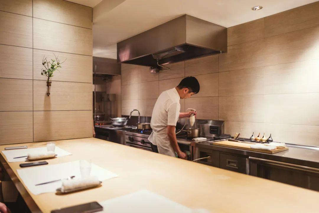 日本超难预约的餐厅,为什么吃饭不能拍照?