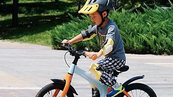 运动路上大升级:镁合金+减震器的柒小佰儿童自行车
