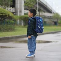 小树爸爸的测评 篇六十九:孩子的快乐就是这么简单,一个小书包就让他感觉自己是世上最快乐的仔